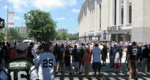 yankee stadium lines outside