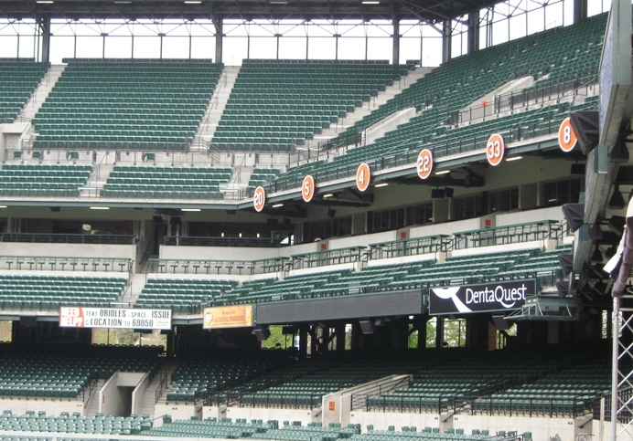camden yards number of seats