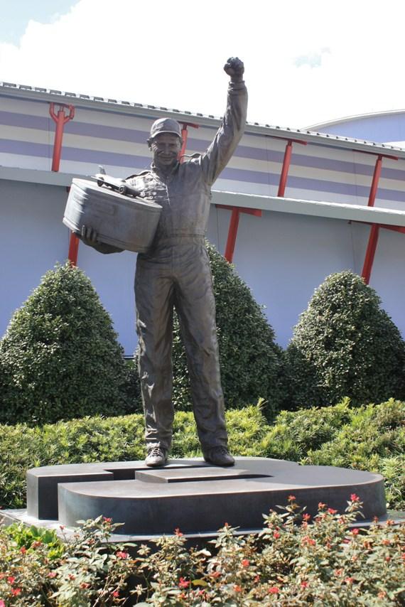 dale earnhardt statue